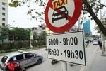 Grab, traditional taxis must be managed equally