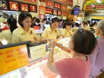 Gold prices likely to rise by year-end: analysts