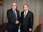 Prime Minister receives Sembcorp leader in Singapore