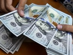 USD rates soar, gold price falls