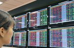 VN stocks trade negatively following volatile US market