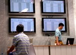 Markets fall on blue chip sales