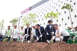 Thousand people take part in tree planting ceremony