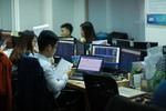 VN stocks decline as selling hits large-caps