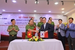 Samsung hands over 300 thermal imaging cameras to Viet Nam Fire and Rescue Police Department