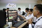 VN stocks slip on selling pressure