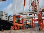 Vinalines buys backs 75% stake in central port