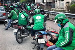 Viet Nam seeks to provide fair treatment to ride-hailing, traditional taxi firms
