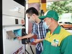 Sacombank pilots contactless payment at SFC gas station in HCM City