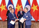 EVN signs MoU to buy electricity, develop power projects in Laos