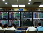 VN stocks edge up, profit-taking arises