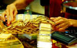 Gold prices climb in the market