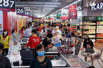 Revenue of retail sales and services rises in July