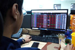 Market gets boost thanks to manufacturing stocks