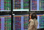 VN-Index continues rally but selling pressure persists