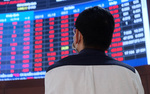 Shares reverse downturn, propped up by banks and brokerage houses