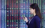 Market rises on rubber, bank stocks