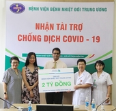 Standard Chartered Bank donates $200,000, masks for Viet Nam COVID-19 fight and relief efforts