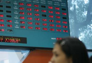 Finance stocks push VN Index down