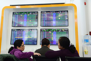 VN stocks rise on banks and energy firms