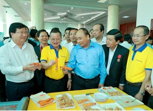 PM calls for shrimp exports to reach $10b