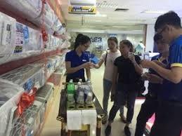 HCMC residents race to beat heat