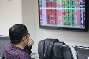 VN Index shows signs of correction on investors' selling