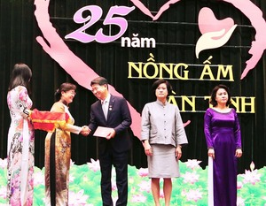 Hanwha Life, CEO honoured for contributions to HCMC