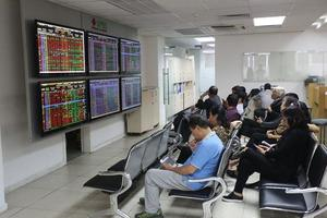 VN stocks increase amid large-cap underperformance