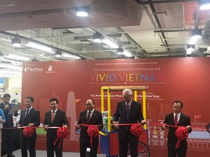 PM Phuc inaugurates Vietnam Fair in Singapore