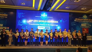 Summit debates bringing finance into digital era