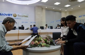 VN stocks fall for second session