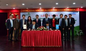 Vietcombank and Vietnam Railways ink strategic co-operation agreement