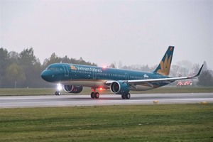 CMSC buys 165 million shares of Vietnam Airlines