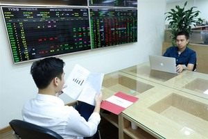 VN-Index ends 10-day losing streak