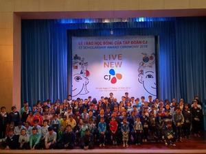 CJ grants scholarships in Lam Dong