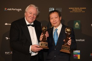 Vietnam Airlines receives two awards at World Travel Awards 2018