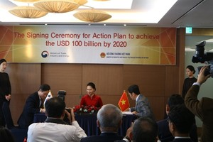 Viet Nam, RoK ink action plan to lift bilateral trade to US$100 billion by 2020