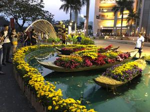 Phu My Hung flower fest opens in HCMC