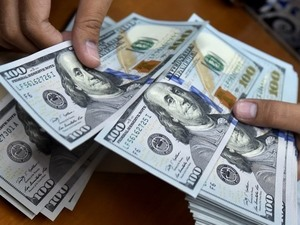 USD rates soar, gold price falls