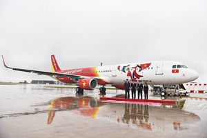 Vietjet receives new A321 aircraft with special logo