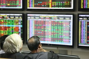 Recovery of large-cap stocks narrows market decline