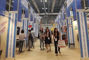 Vietnamese fashion products displayed at Hong Kong Fair