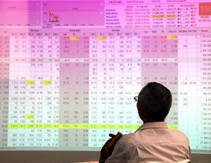 Mixed blue chips see low Viet Nam shares