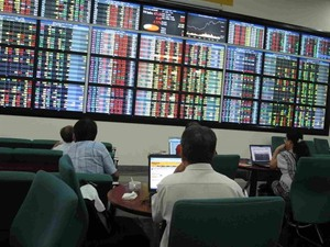 VN shares slip on strong selling