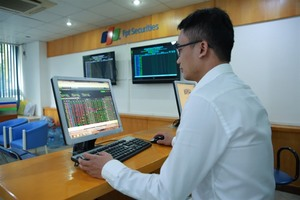 VN stocks mixed, energy gains