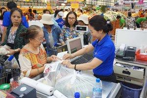 Accumulate Saigon Co.op bills to get German kitchen knife set