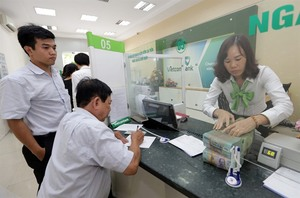 VN stocks lose steam on late sales