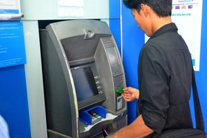 Banks told not to raise ATM cash withdrawal fees