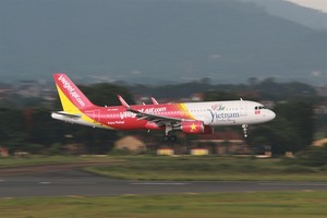 Vietjet sells hundreds of cheap tickets at int'l tourism expo